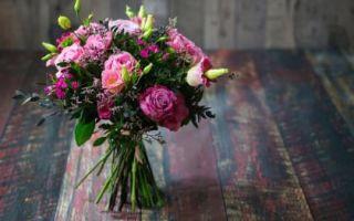 Хотите, чтобы цветы долго стояли в вазе? Узнайте 7 правил!