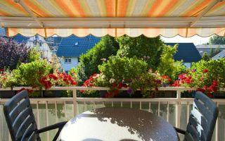 Вместо зонта – балконный тент