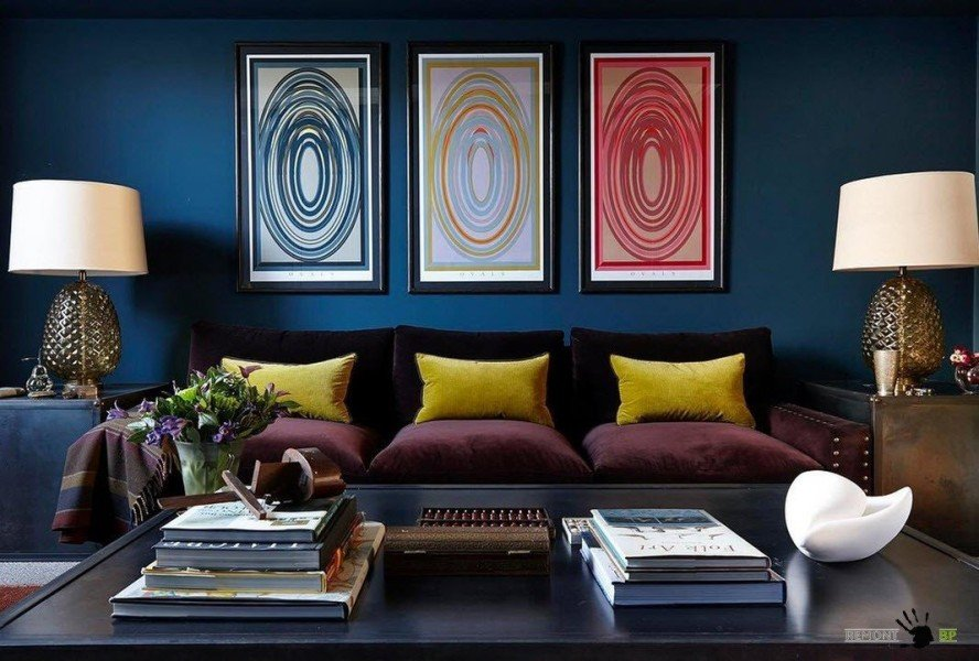 Темно-синий в интерьере гостиной