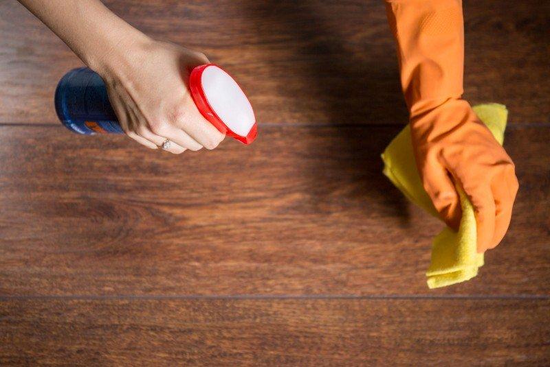 Как удалить пятна с деревянной мебели и пола?