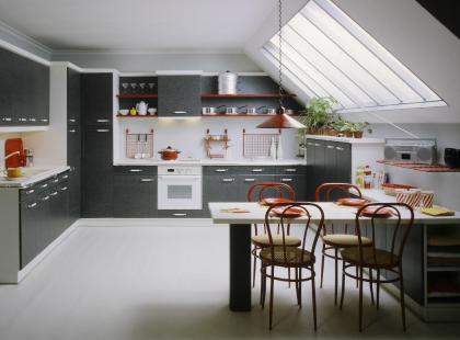 Кухня в мансарде – как обставить кухню под углом?