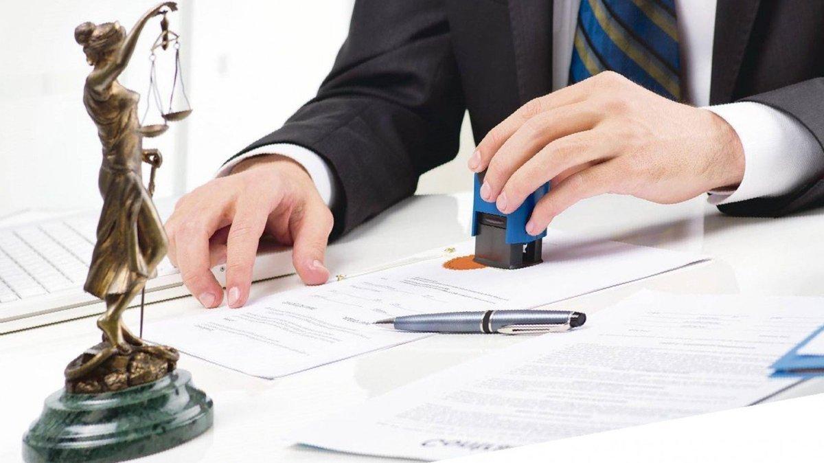 При каких сделках с недвижимостью без нотариуса не обойтись