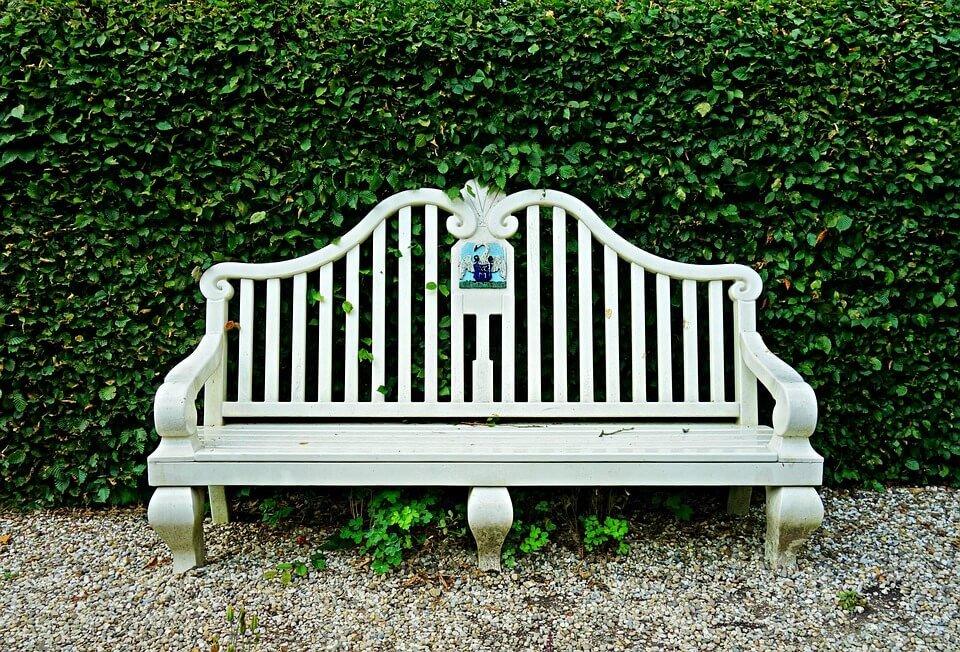 Садовые скамейки. Как выбрать?