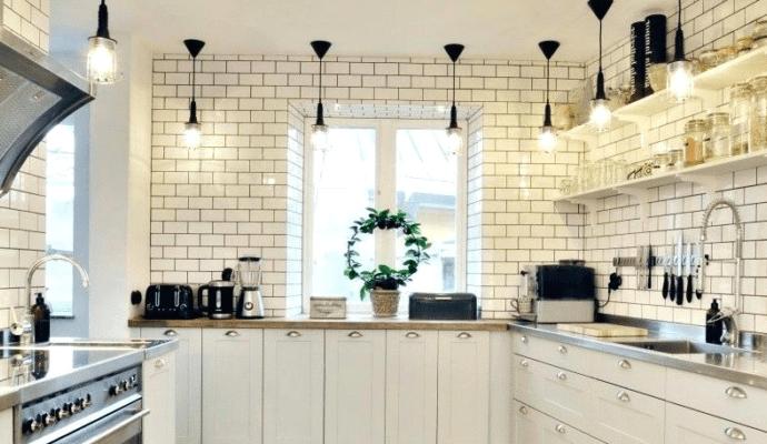 Подвесные кухонные шкафы – выбор и освещение