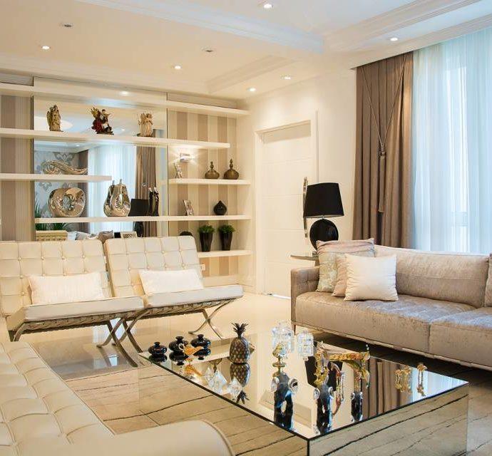 Шторы, зеркала, картины… Какие украшения выбрать для гостиной?
