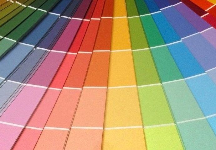 Интенсивные цвета в интерьере – против однообразия