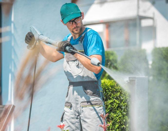 Мойка и чистка фасада. Как это сделать самому?